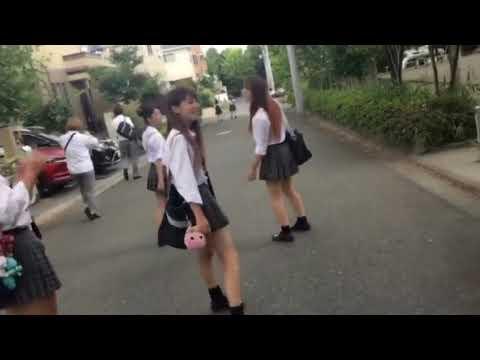 可愛い日本女子高校生達のストリートダンス